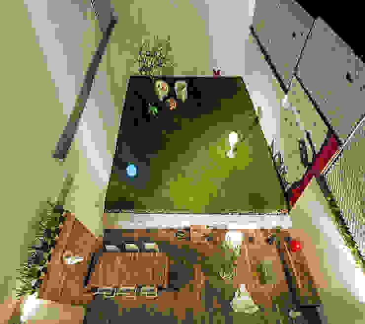 Casa F-51: Terrazas de estilo  por Miguel de la Torre Arquitectos , Moderno