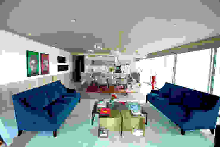 Ruang Keluarga Gaya Eklektik Oleh MAAD arquitectura y diseño Eklektik