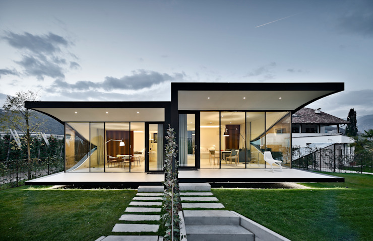 Modern hotels by SüdtirolHaus Srl. Modern Wood Wood effect