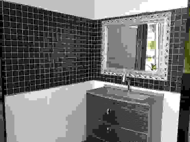 Modern style bathrooms by Consma Construcciones Modern