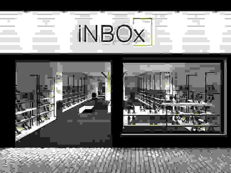 inBOX shoes   Augusta Lojas & Imóveis comerciais modernos por STUDIO BRANZARO Moderno