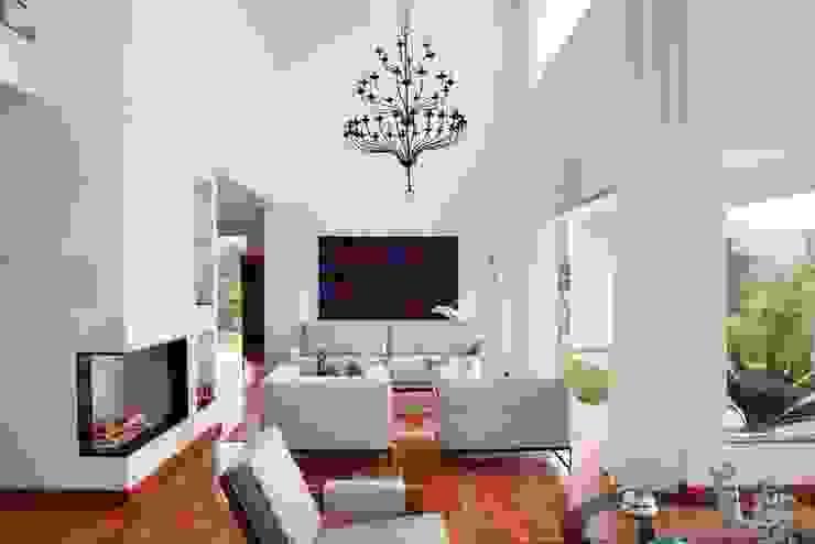 โดย Carlos Salles Arquitetura e Interiores โมเดิร์น