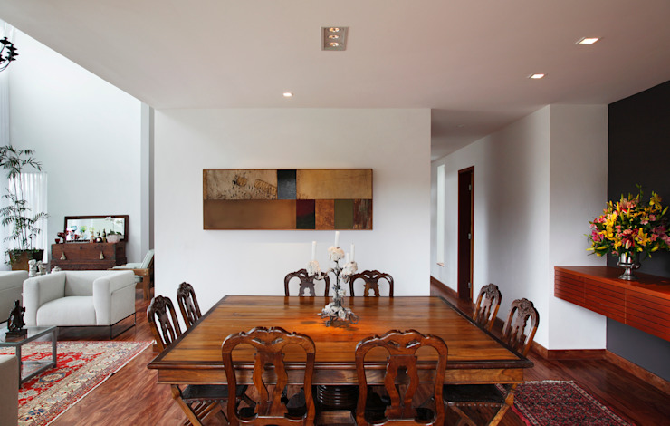 Modern dining room by Carlos Salles Arquitetura e Interiores Modern
