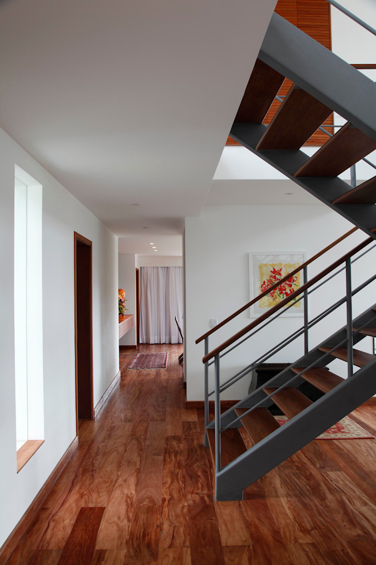 Carlos Salles Arquitetura e Interiores Pasillos, vestíbulos y escaleras de estilo moderno