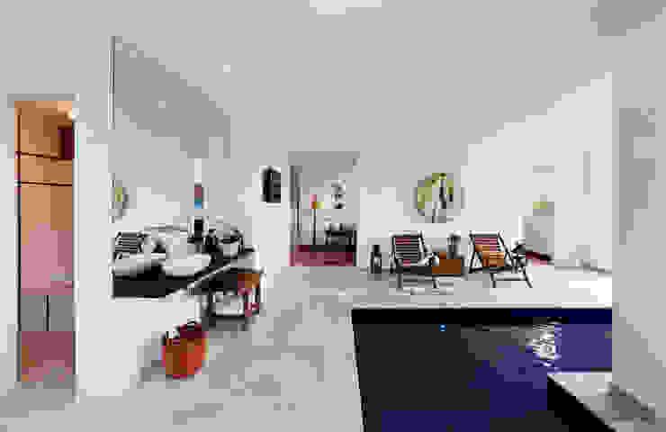 Modern spa by Carlos Salles Arquitetura e Interiores Modern
