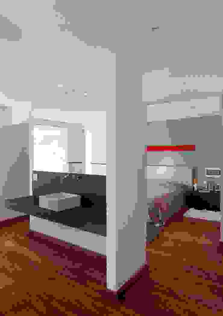 Carlos Salles Arquitetura e Interiores Cuartos de estilo moderno