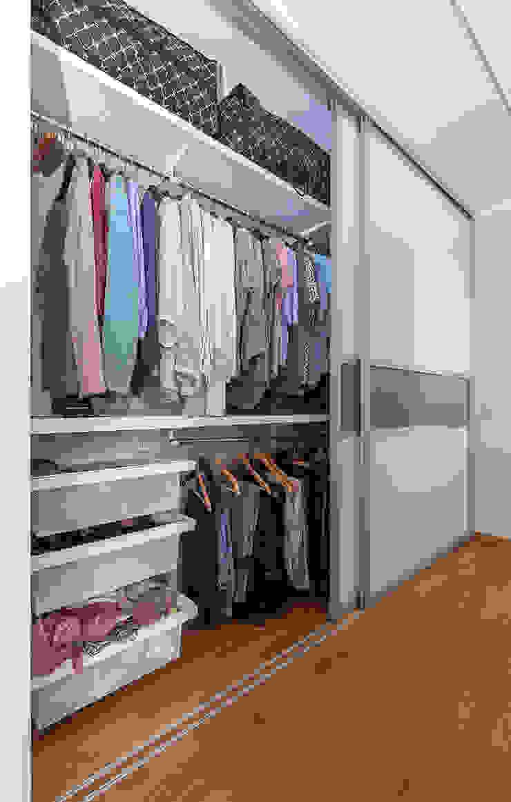 Dormitorios de estilo moderno de Elfa Deutschland GmbH Moderno Vidrio