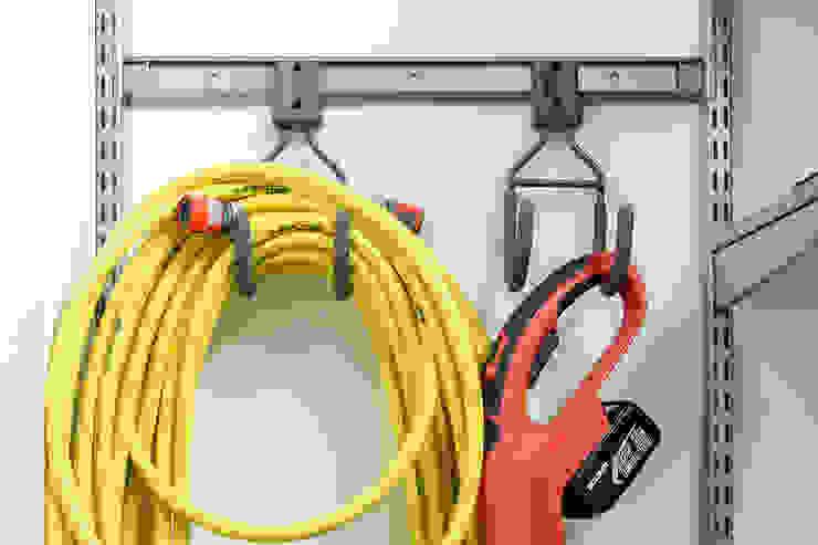 Garage/Rimessa in stile  di Elfa Deutschland GmbH, Moderno Metallo