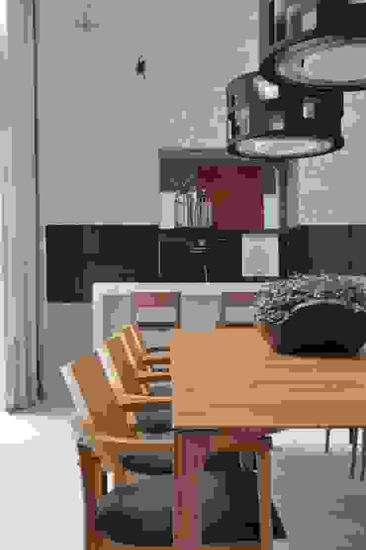 Comedores modernos de Ana Letícia Virmond Projetos e Interiores Moderno