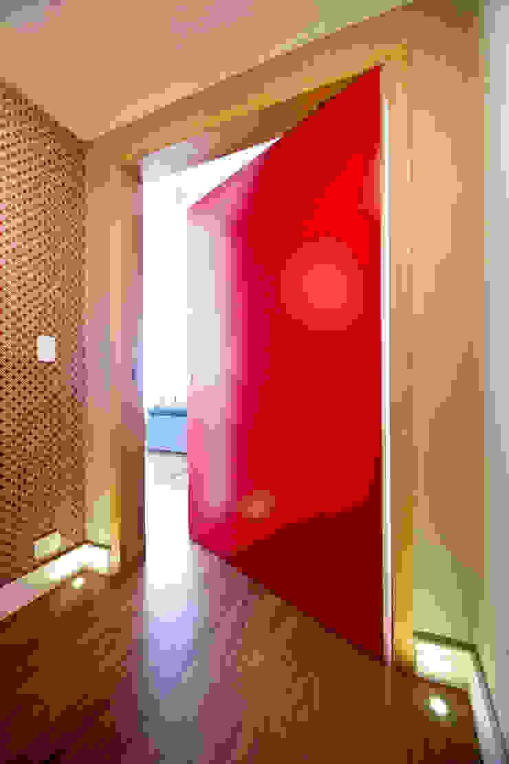 Apartamento Jardins Corredores, halls e escadas modernos por MCC Arquitetura Moderno