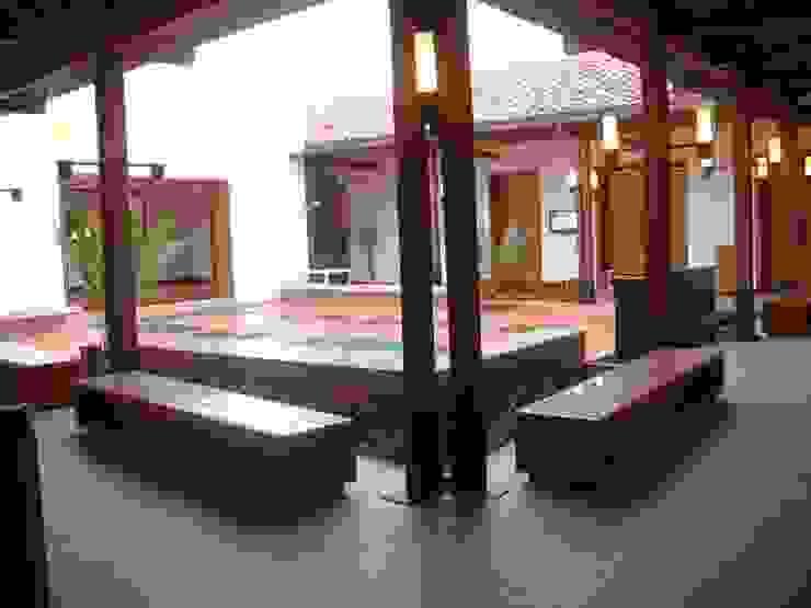 CASA DEL LIBRO TOTAL Pasillos, vestíbulos y escaleras de estilo moderno de OCA ARQUITECTURA INTERIOR Moderno