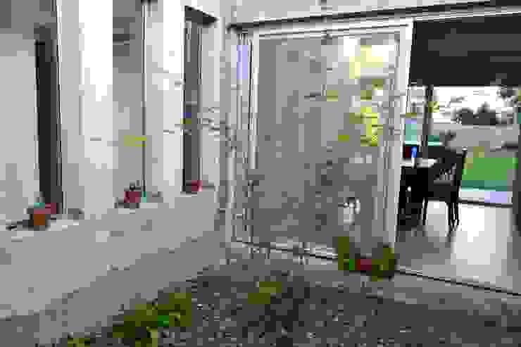 CASA A PATIO Jardines modernos: Ideas, imágenes y decoración de epb arquitectura Moderno