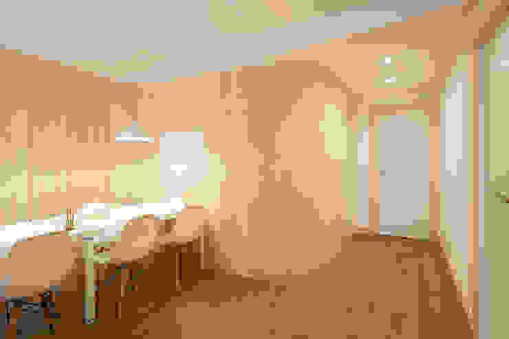 Proyecto de reforma de local comercial en San Pedro Kalea - Hondarribia (Gipuzkoa) Oficinas y tiendas de estilo escandinavo de BAAJ Arquitectos Escandinavo Madera Acabado en madera