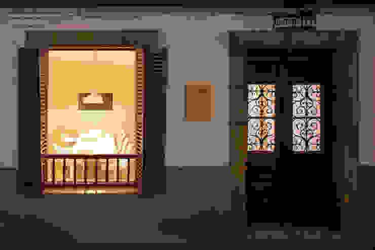 Proyecto de reforma de local comercial en San Pedro Kalea – Hondarribia (Gipuzkoa) Oficinas y tiendas de estilo escandinavo de BAAJ Arquitectos Escandinavo Madera Acabado en madera