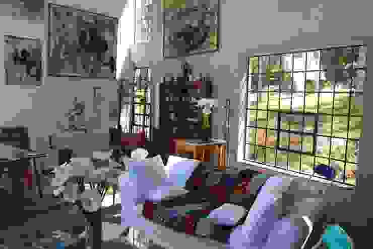 Salas de estar  por Carlos Salles Arquitetura e Interiores, Moderno
