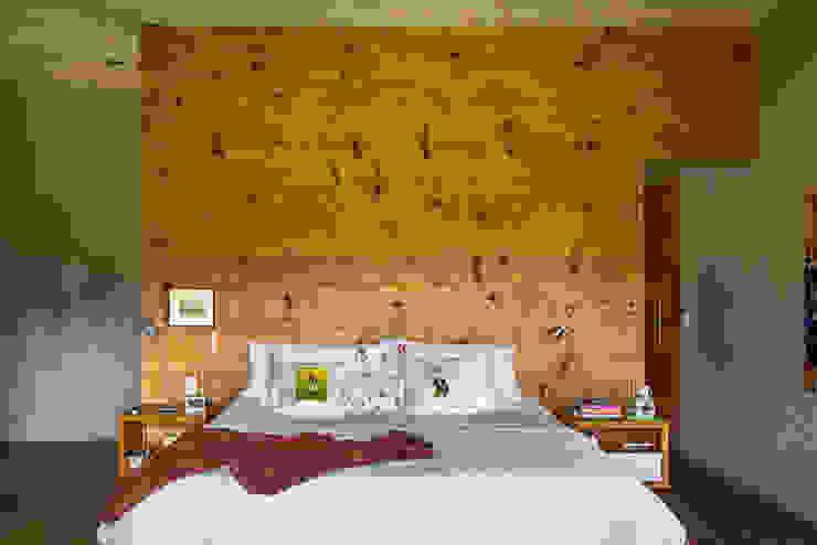 Phòng ngủ phong cách hiện đại bởi Carlos Salles Arquitetura e Interiores Hiện đại