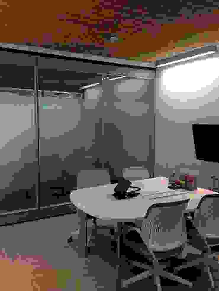 Sala de Juntas Salas multimedia de estilo ecléctico de CHIMI Ecléctico