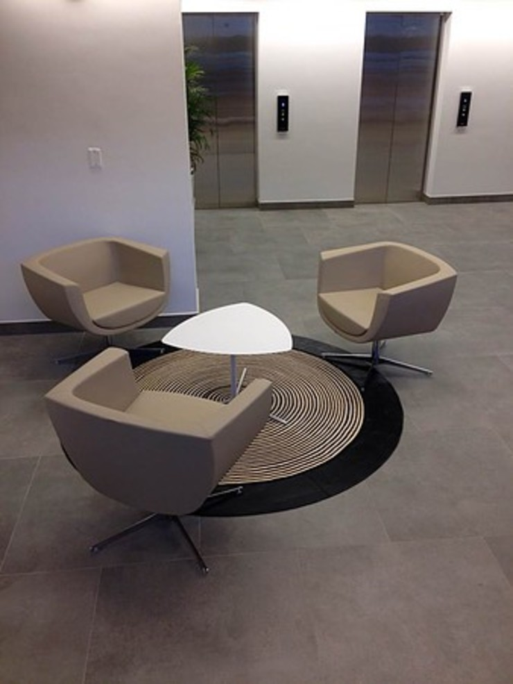 Lobby Oficinas Camacol Pasillos, vestíbulos y escaleras de estilo ecléctico de CHIMI Ecléctico