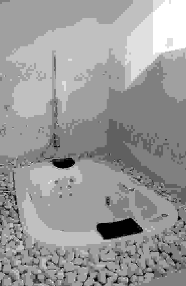 Casa J+S ARQUIMIA ARQUITECTOS Baños modernos de Arquimia Arquitectos Moderno