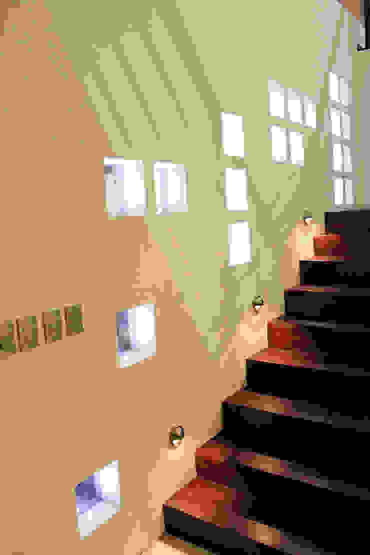 Casa J+S ARQUIMIA ARQUITECTOS Paredes y pisos de estilo moderno de Arquimia Arquitectos Moderno