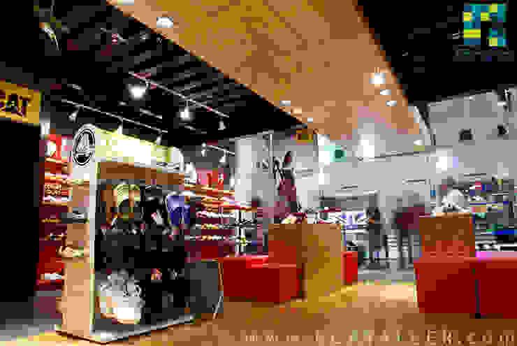 Deportes Güicho Pasillos, vestíbulos y escaleras modernos de BCA Taller de Diseño Moderno