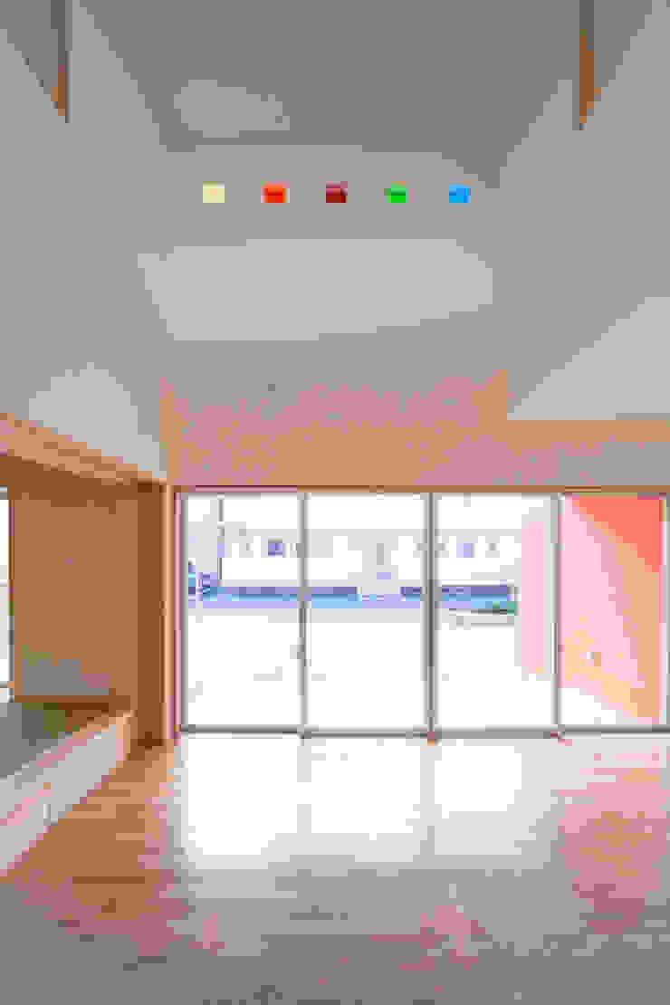 1階広間3 モダンデザインの リビング の プラソ建築設計事務所 モダン