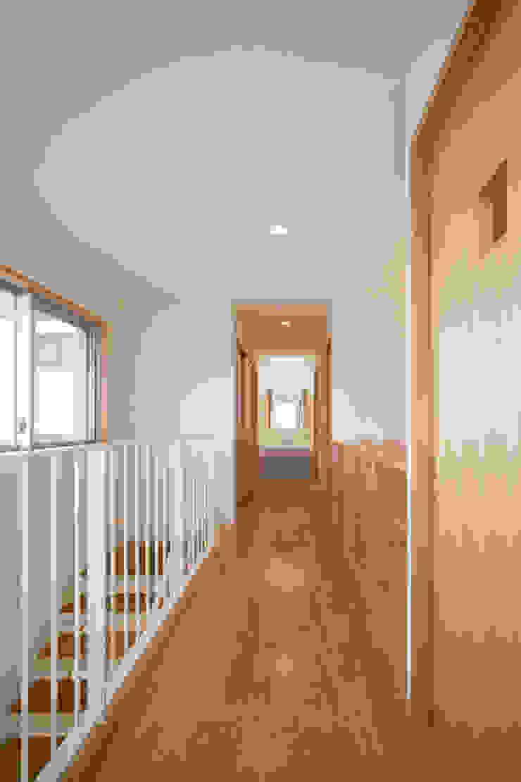 2階廊下 モダンスタイルの 玄関&廊下&階段 の プラソ建築設計事務所 モダン