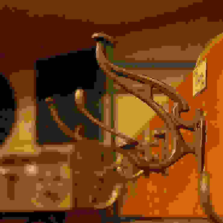 裏方のフック類もクラシカルなデザインで真鍮製だと素敵な空間に。: 株式会社アートクルーが手掛けたクラシックです。,クラシック 銅/ブロンズ/真鍮