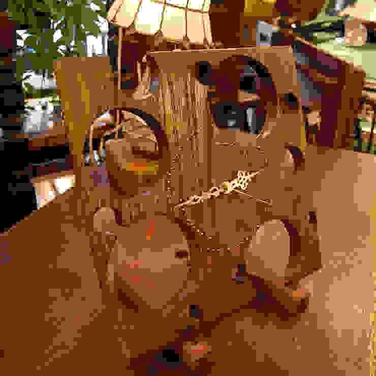 斬新なデザインの時計。: 株式会社アートクルーが手掛けた折衷的なです。,オリジナル 木 木目調