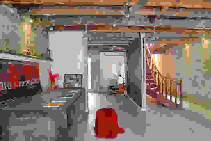Casa / Ateliê Cênico – Lapa Escritórios ecléticos por Carlos Salles Arquitetura e Interiores Eclético