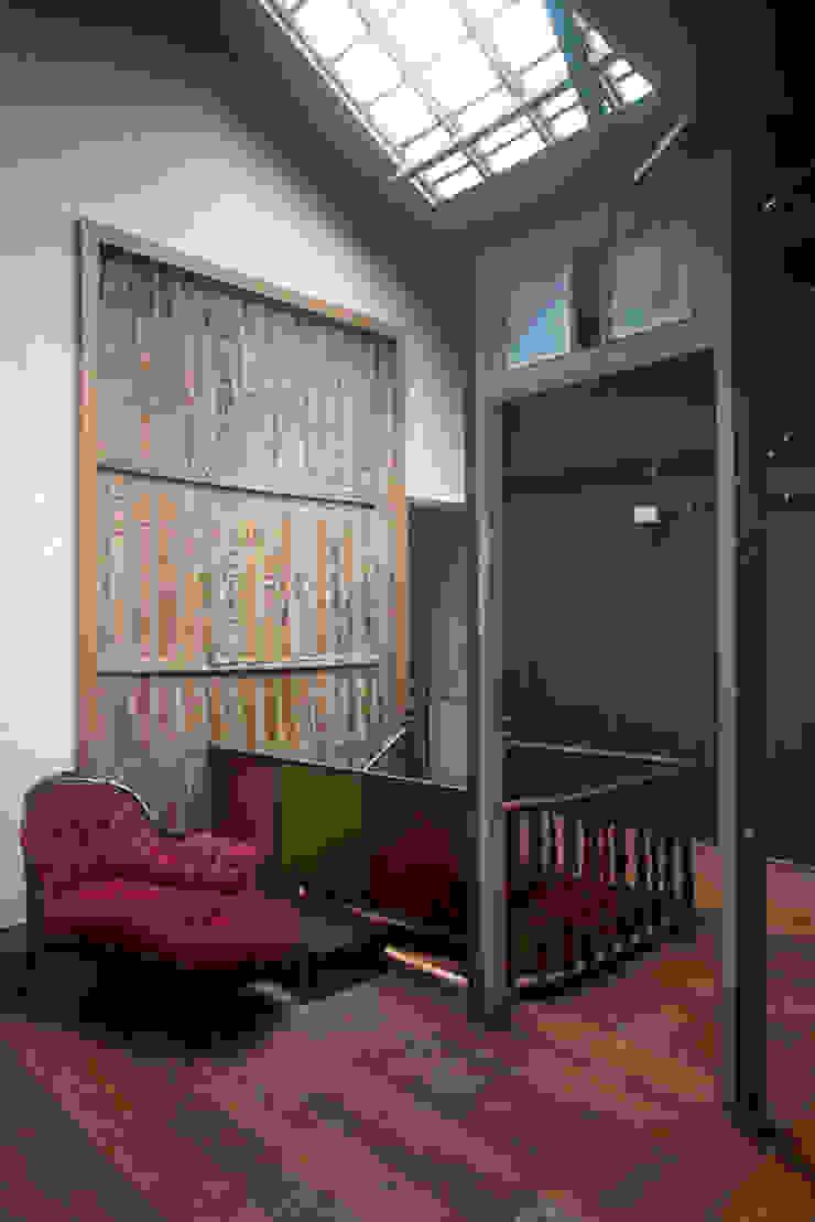 Casa / Ateliê Cênico – Lapa Portas e janelas ecléticas por Carlos Salles Arquitetura e Interiores Eclético