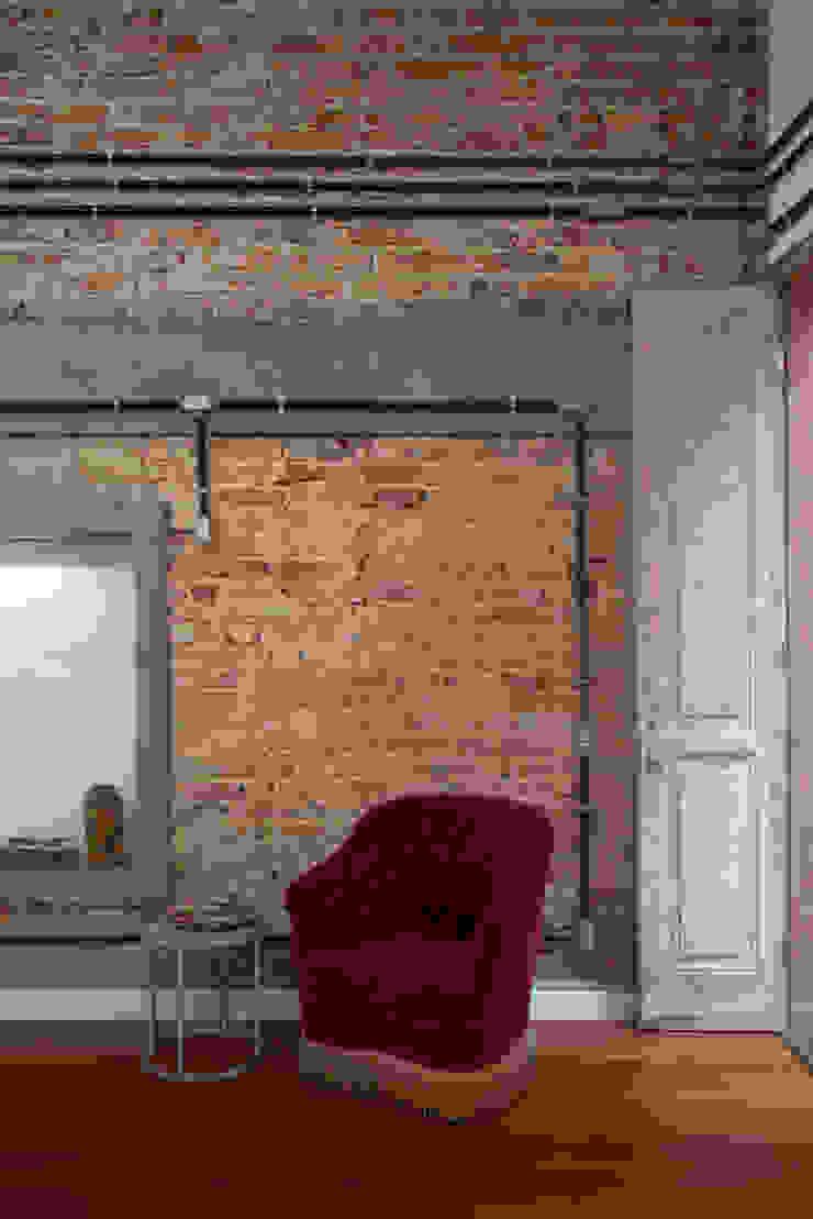 Phòng khách phong cách chiết trung bởi Carlos Salles Arquitetura e Interiores Chiết trung