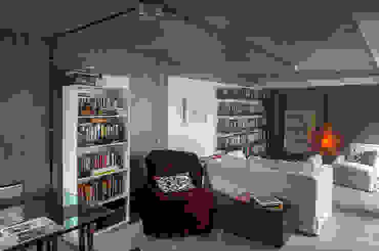Casa / Ateliê Cênico – Lapa Salas multimídia ecléticas por Carlos Salles Arquitetura e Interiores Eclético