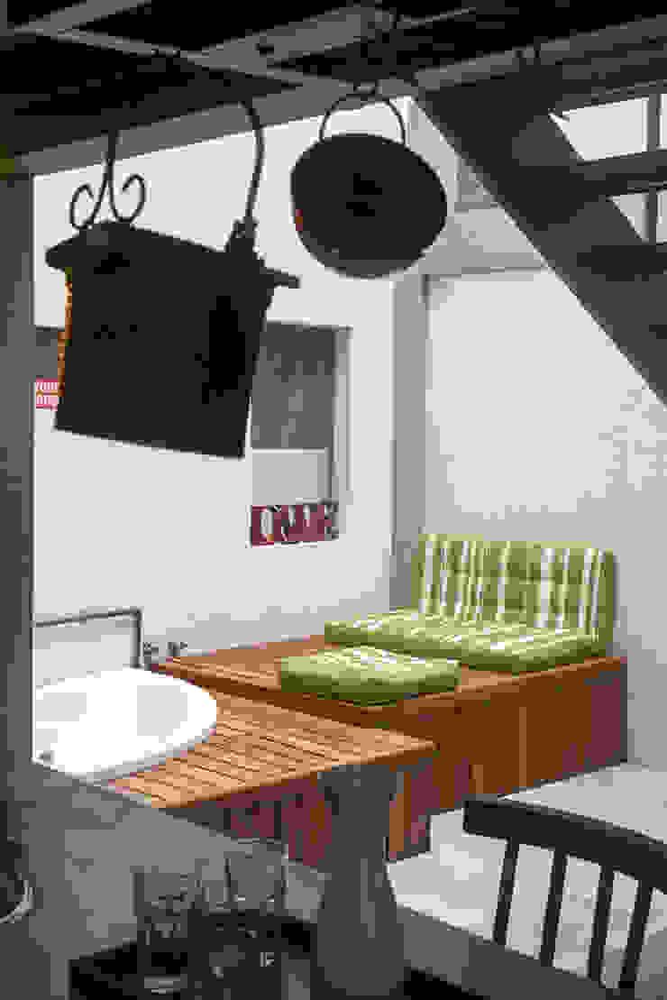 Casa / Ateliê Cênico – Lapa Spa eclético por Carlos Salles Arquitetura e Interiores Eclético
