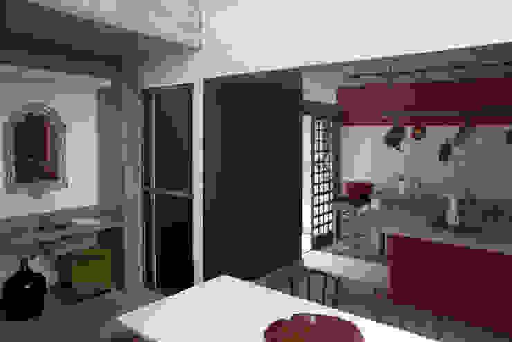 Casa / Ateliê Cênico – Lapa Cozinhas ecléticas por Carlos Salles Arquitetura e Interiores Eclético