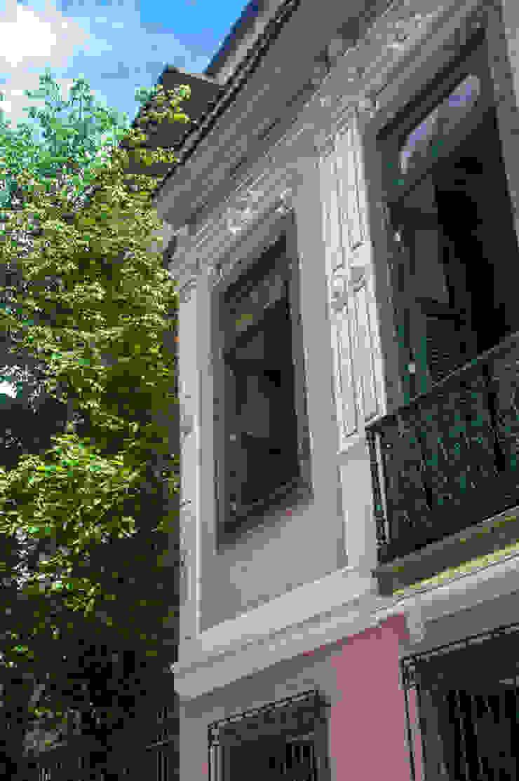 Nhà phong cách chiết trung bởi Carlos Salles Arquitetura e Interiores Chiết trung