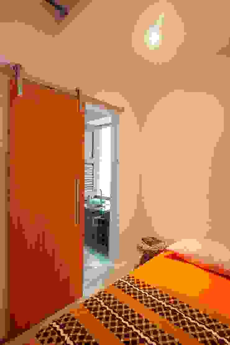 Phòng ngủ phong cách chiết trung bởi Carlos Salles Arquitetura e Interiores Chiết trung