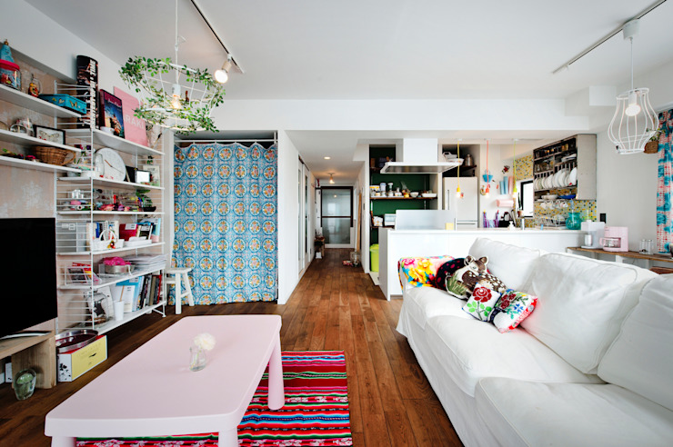 光と解放感たっぷり!色と雑貨の出会いを楽しむ、キャンバスのような住まいを実現 の 株式会社スタイル工房