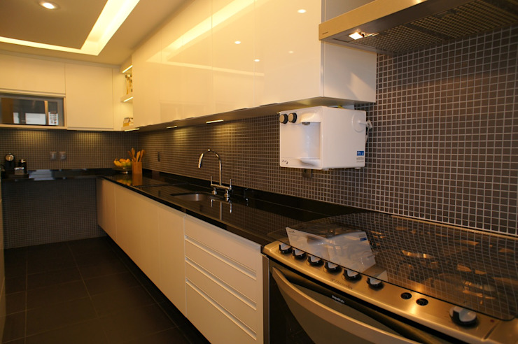 Modern style kitchen by Adoro Arquitetura Modern Granite