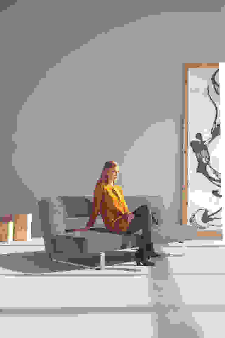Adalılar Mobilya (İNNOVATİONLİVİNG) – PUZZLE LUX YATAKLI KANEPE: minimalist tarz , Minimalist Demir/Çelik