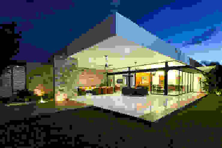 Balcones y terrazas de estilo moderno de P11 ARQUITECTOS Moderno
