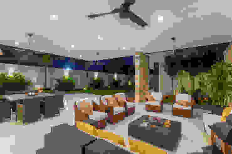 Casa O44 Balcones y terrazas modernos de P11 ARQUITECTOS Moderno