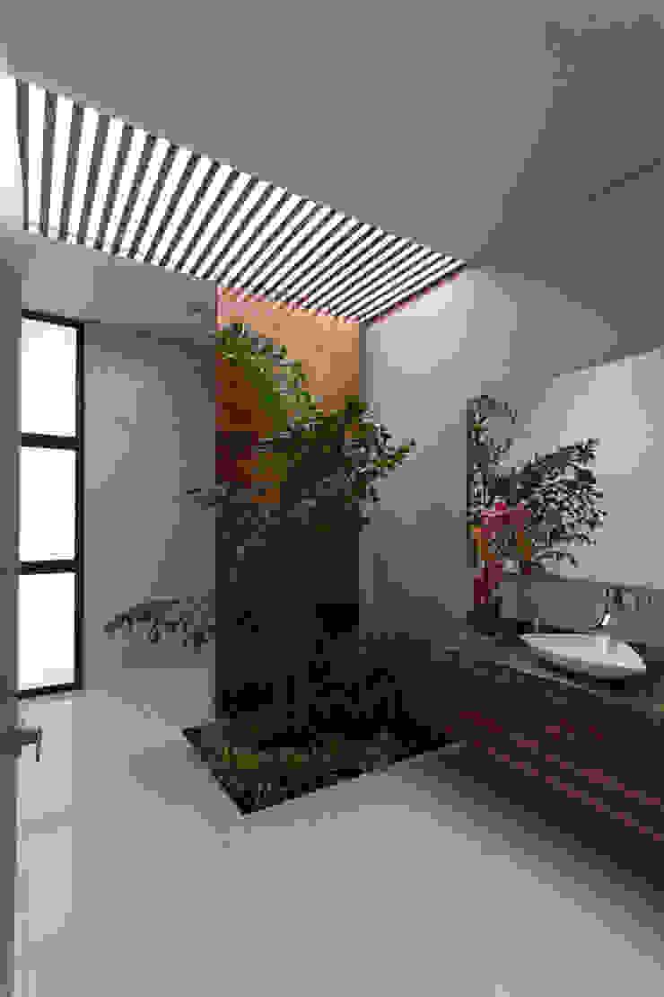 Baños de estilo moderno de P11 ARQUITECTOS Moderno