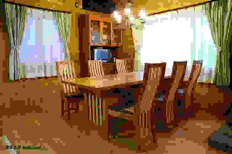 素敵なテーブルをダイニングへ: 家具工房 BritCraftが手掛けた現代のです。,モダン 木 木目調
