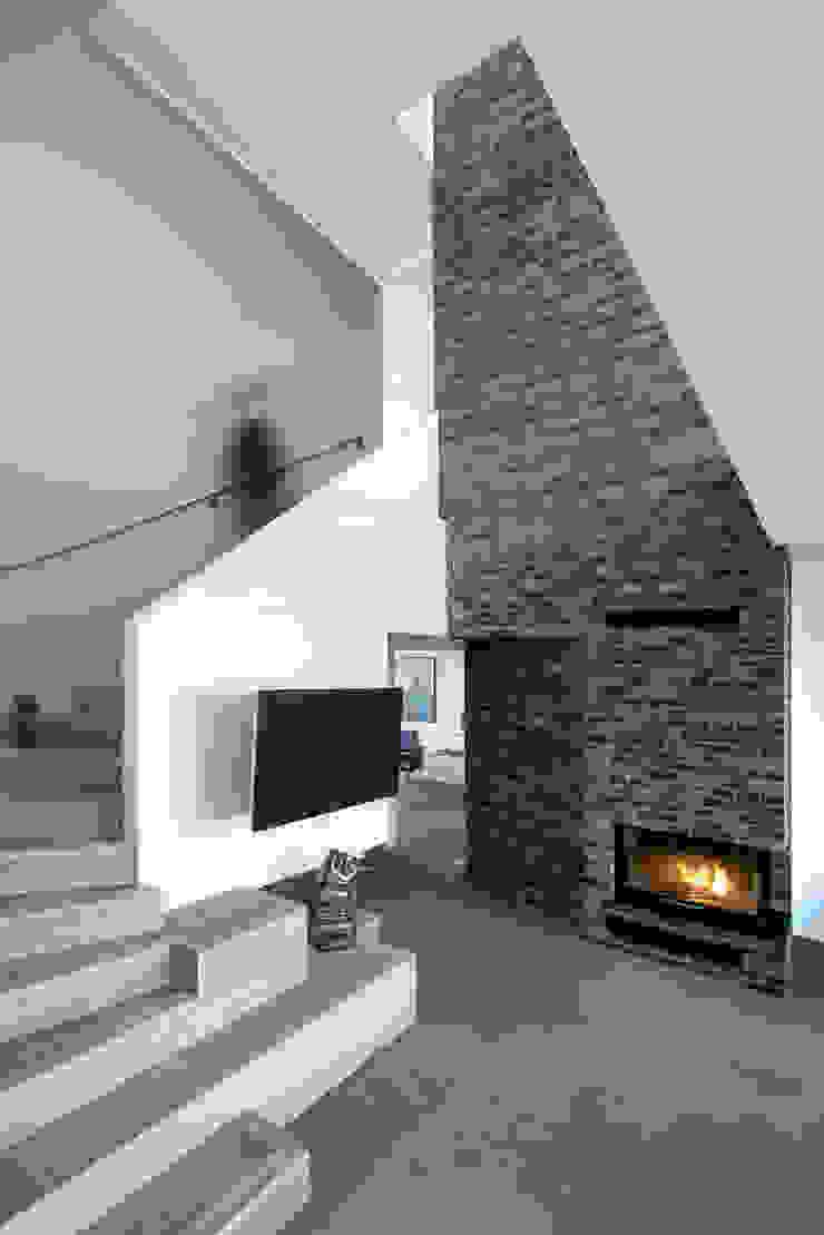 Villa U Scandinavian style living room by C.F. Møller Architects Scandinavian Bricks