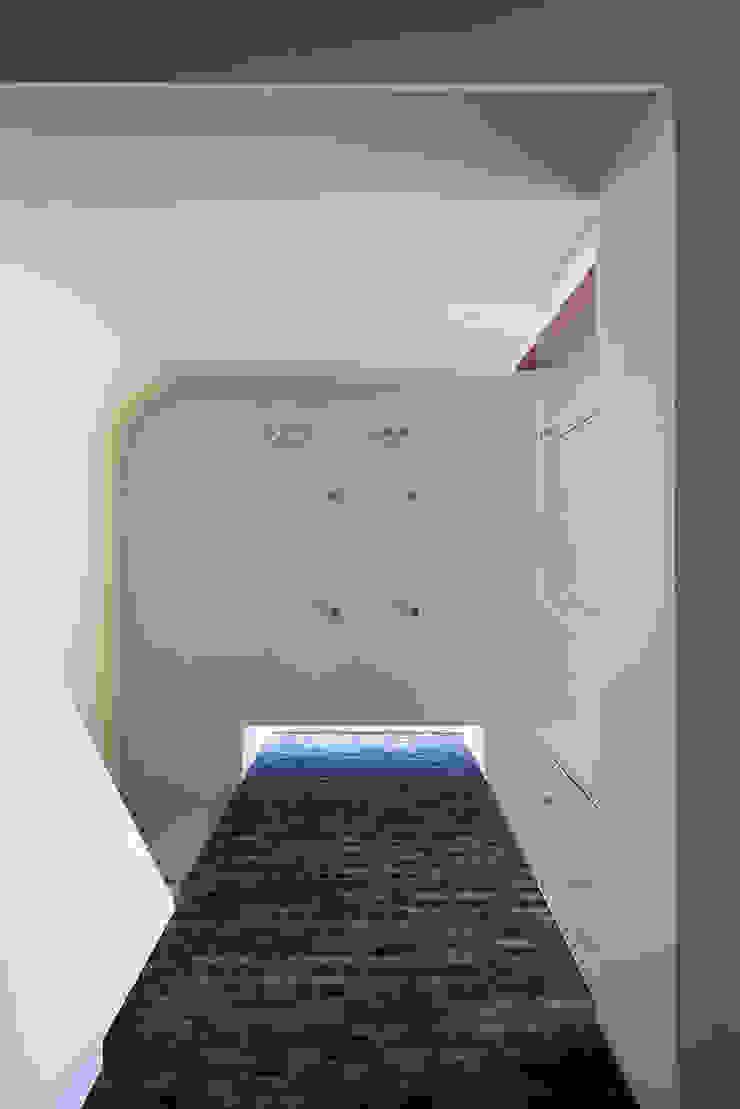 Villa U Scandinavian style corridor, hallway& stairs by C.F. Møller Architects Scandinavian Bricks