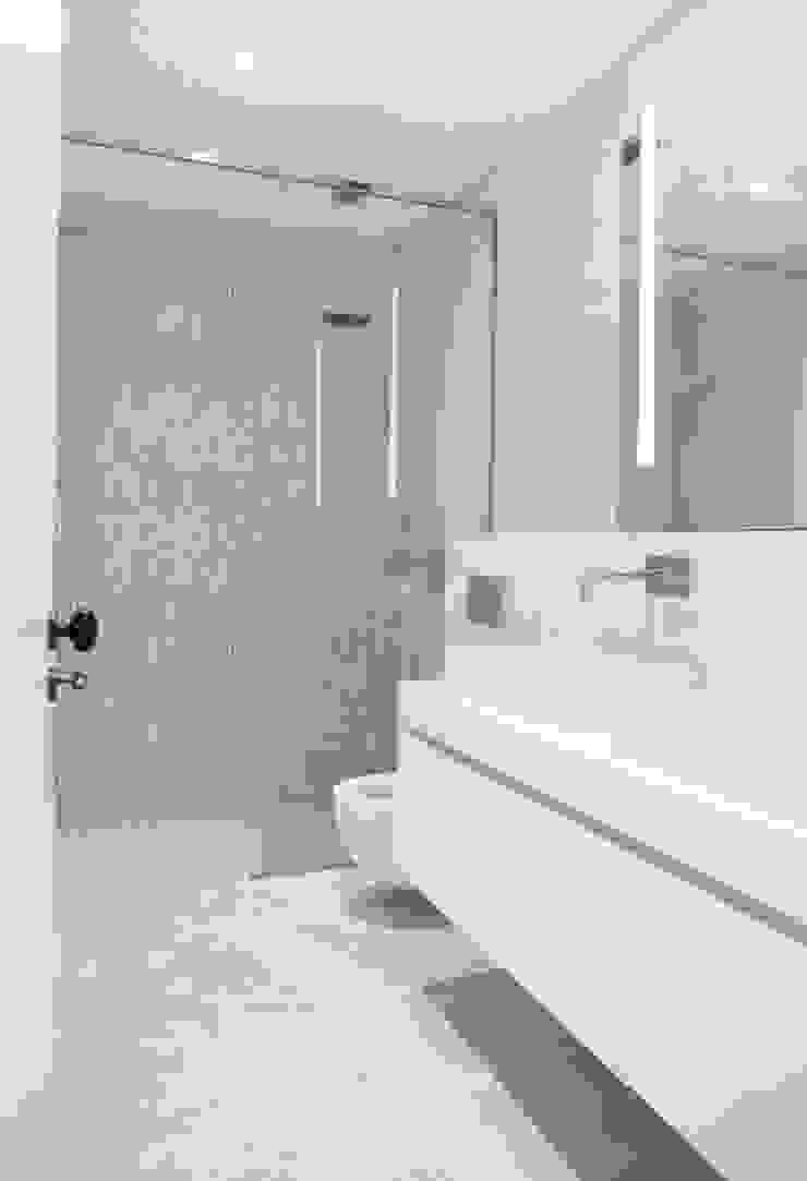 T3 Lisbon Luxury Apartment Casas de banho modernas por EU LISBOA Moderno