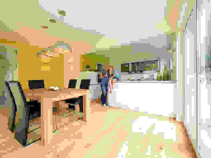 Musterhaus Bad Vilbel Modern dining room by Skapetze Lichtmacher Modern