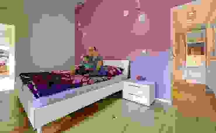 Musterhaus Bad Vilbel Modern style bedroom by Skapetze Lichtmacher Modern