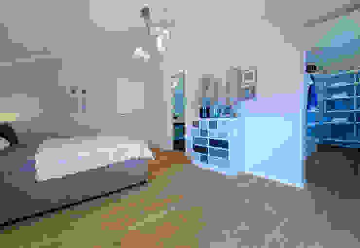 غرفة نوم تنفيذ Licht-Design Skapetze GmbH & Co. KG,